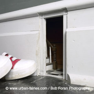 Urban fairies fairy doors locations our house hall for Original fairy door